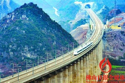由昆明开往贵阳的g4136次列车经过贵州省