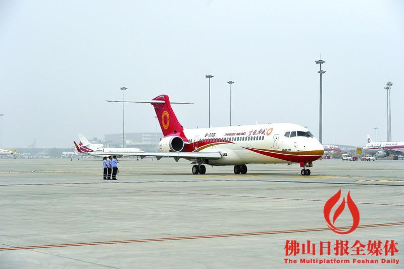 中国arj21飞机青藏高原试飞成功