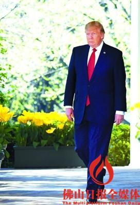 美国总统特朗普走出华盛顿白宫的椭圆形办公室./新华社发