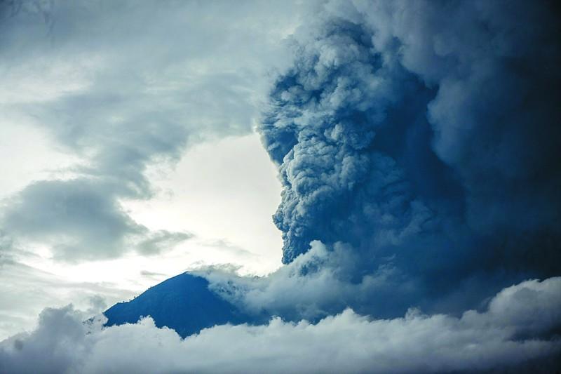 巴厘岛火山再次喷发 中国公民应谨慎前往