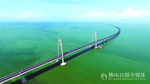 港珠澳大桥创造两岛筑岛世界工程纪录