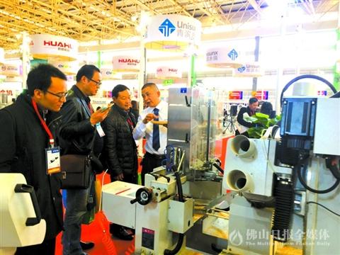 中国顺德(伦教)国际木工机械博览会昨日开幕