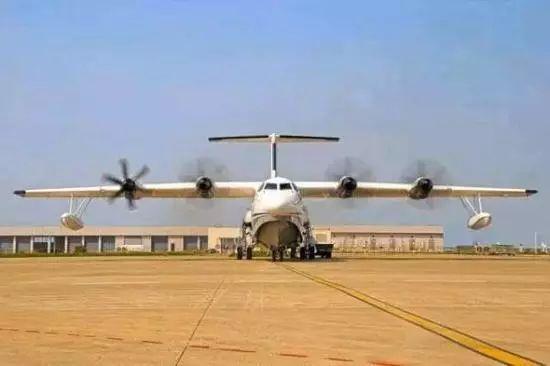 单船身水陆两栖飞机布局形式, 选装4台国产涡桨6发动机, 最大起飞