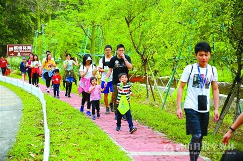 第三届高明青商公益徒步活动在云勇林场举行