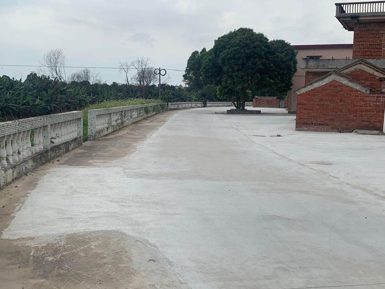 三水芦苞江塘坦村村民捐出闲置屋地建成新篮球场